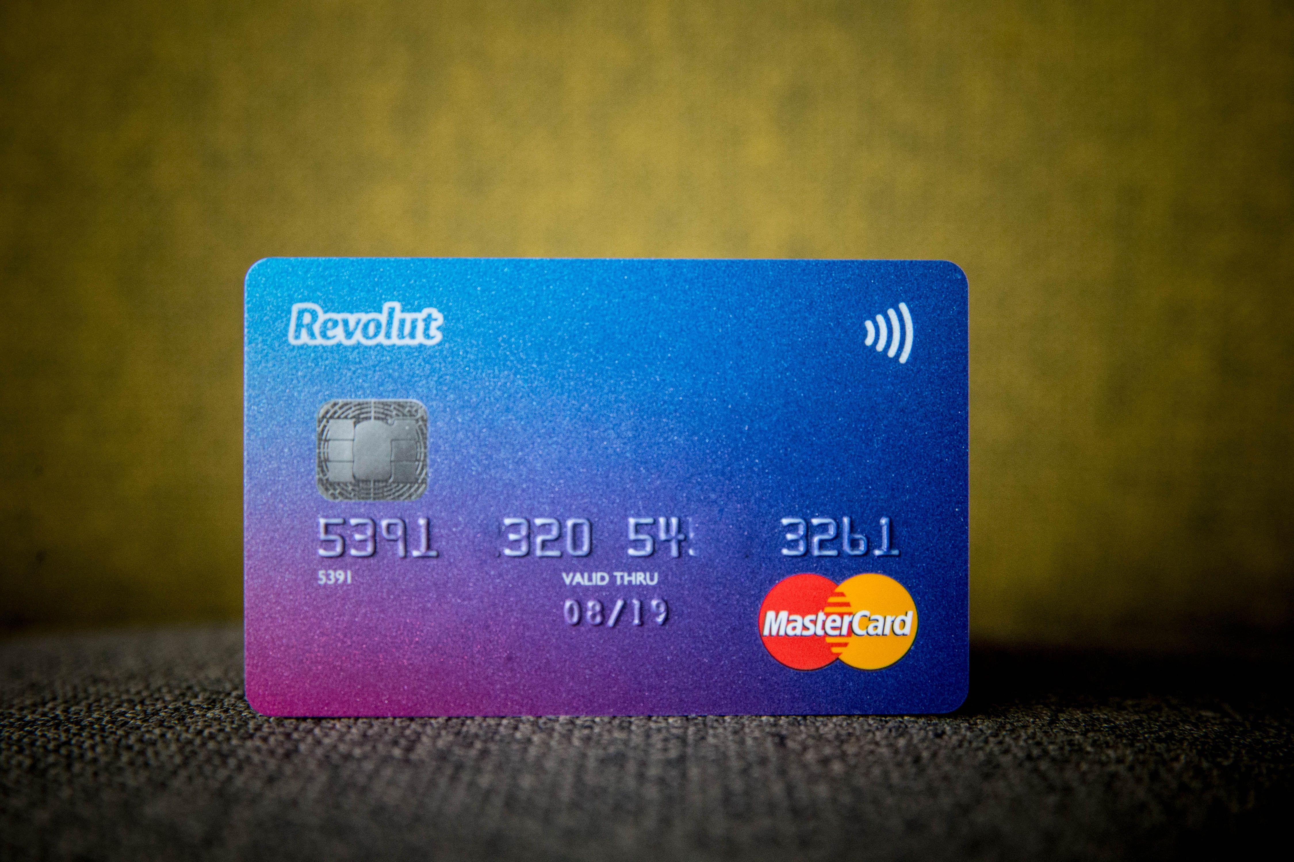 """""""Revolut"""" blogina pinigų išsigryninimo bankomatuose sąlygas"""