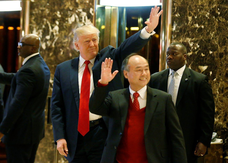 """Po susitikimo su Trumpu """"Softbank"""" įkūrėjas JAV pažadėjo 50 mlrd. USD investicijų"""