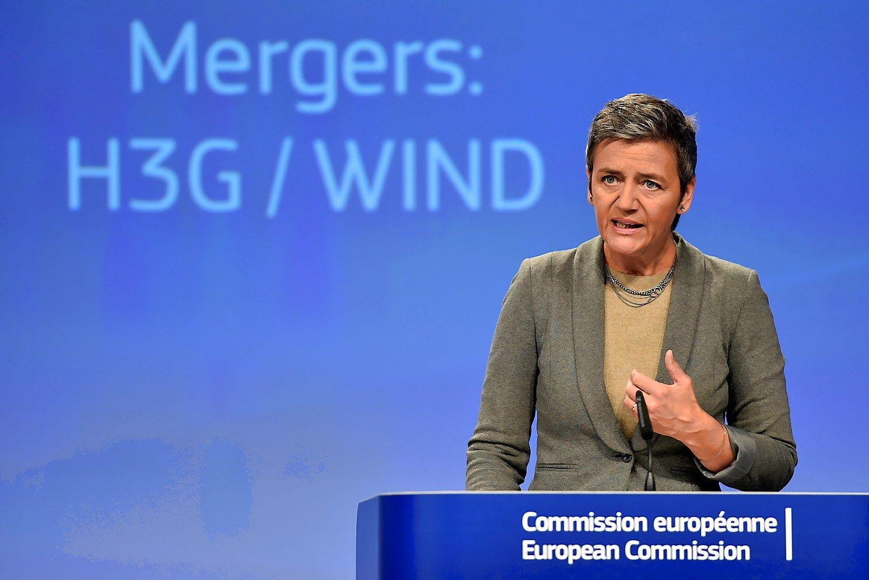 Europos Komisija trims bankams skyrė 485,5 mln. Eur baudų
