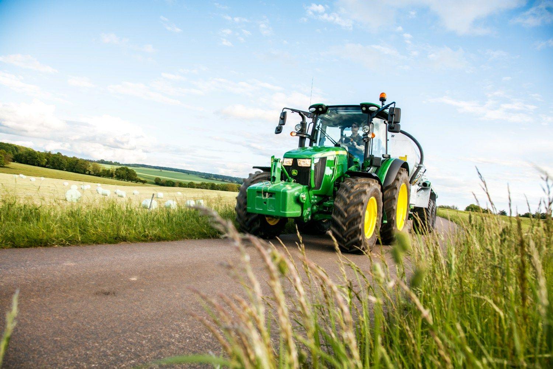 """""""John Deere"""" staigmena: itin galingas elektra varomas traktorius"""