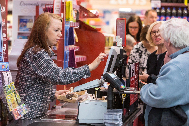 Bekontakčiai mokėjimai įsivažiuoja:juos pradeda siūlytididieji prekybininkai