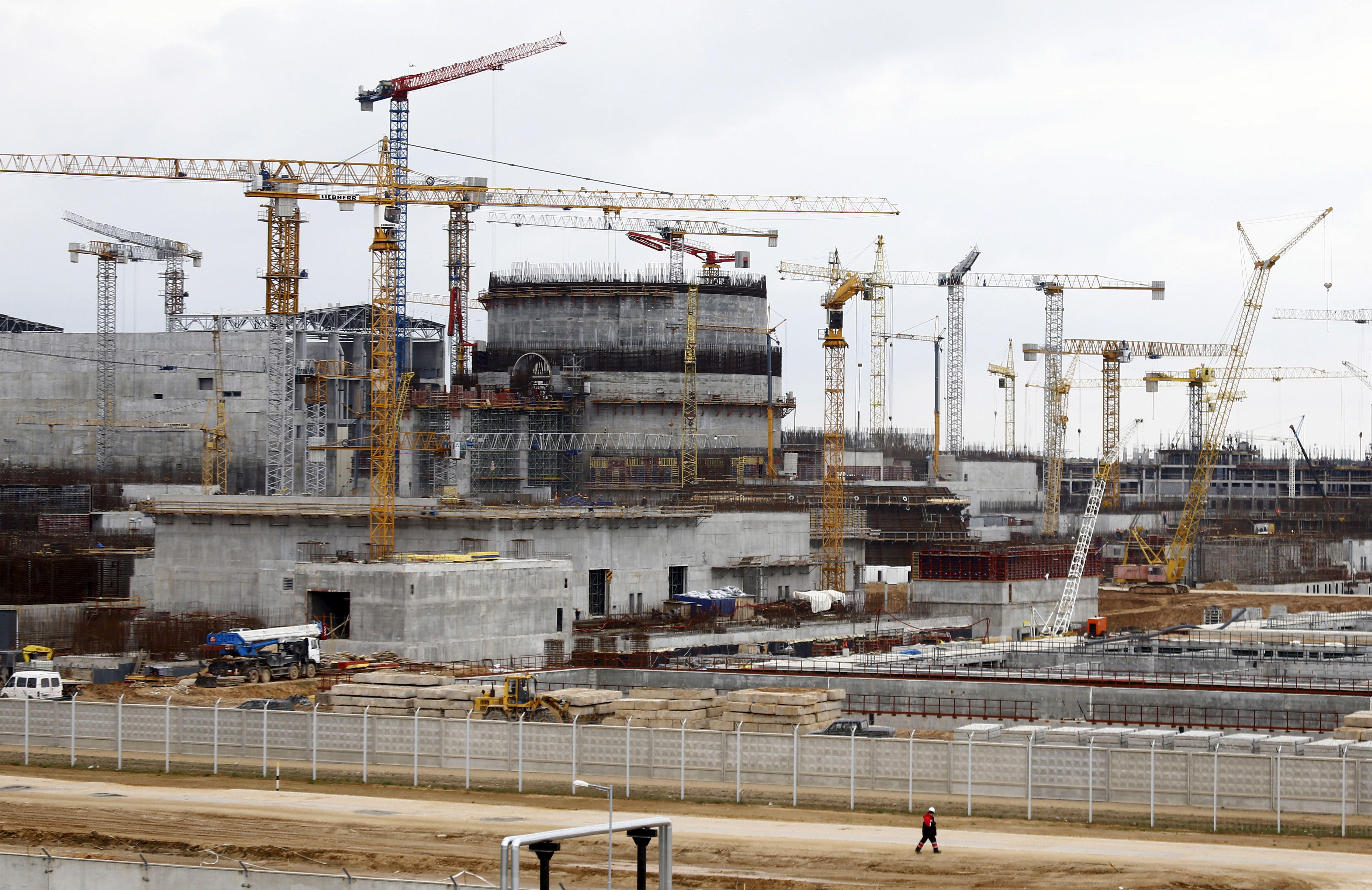 Astravo AE trūksta statybininkų