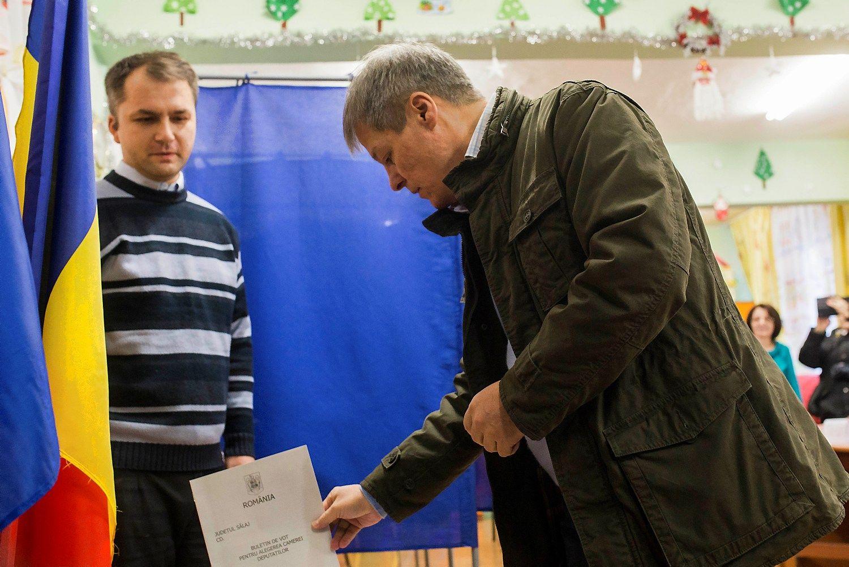 Korupcijos skandalų krečiama Rumunija renka parlamentą