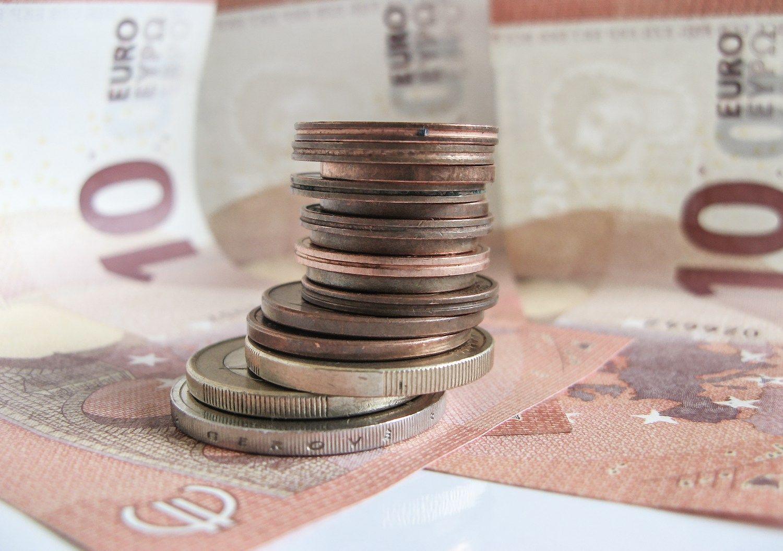 Išlaidos darbuotojams didėja sparčiau negu auga pelnas