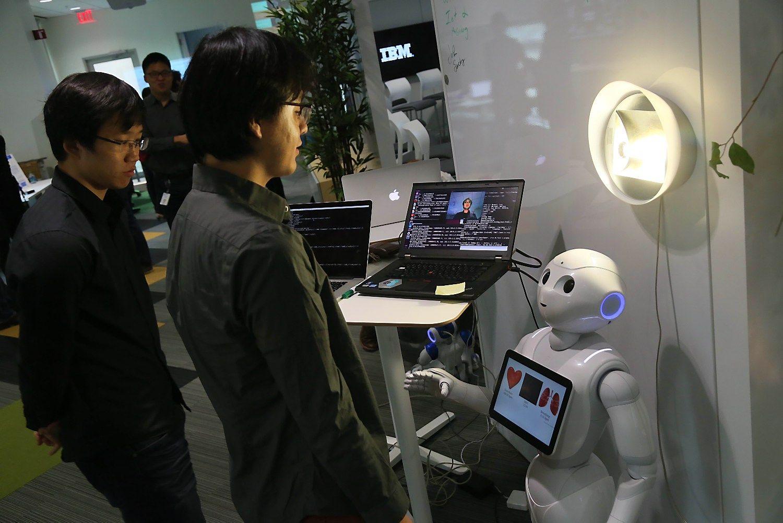 IBM moko robotą prižiūrėti senjorus