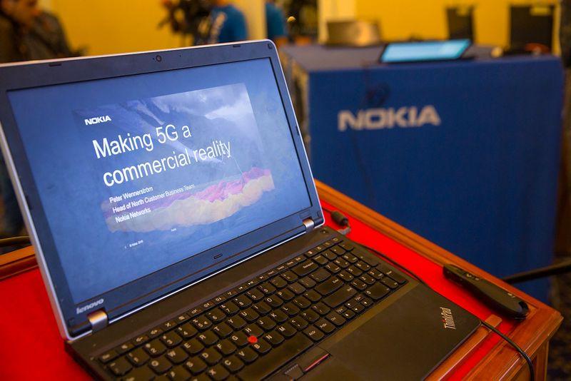 """""""Tele2"""" kartu su """"Nokia"""" šių metų rugpjūtį Lietuvoje organizavo 5G ryšio technologiją atitinkančios įrangos pristatymą – pasiektas 4,5 gigabitų per sekundę mobiliojo interneto greitis. Vladimiro Ivanovo (VŽ) nuotr."""