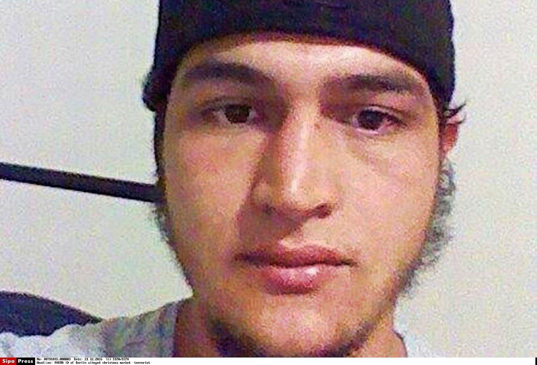Teroras Berlyne: policija ieško tunisiečio, kuris anksčiau turėjo būti išsiųstas iš Vokietijos