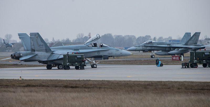 Lietuvos kariuomenės Karinių oro pajėgų aviacijos bazėje Šiauliuose. Juditos Grigelytės (VŽ) nuotr.