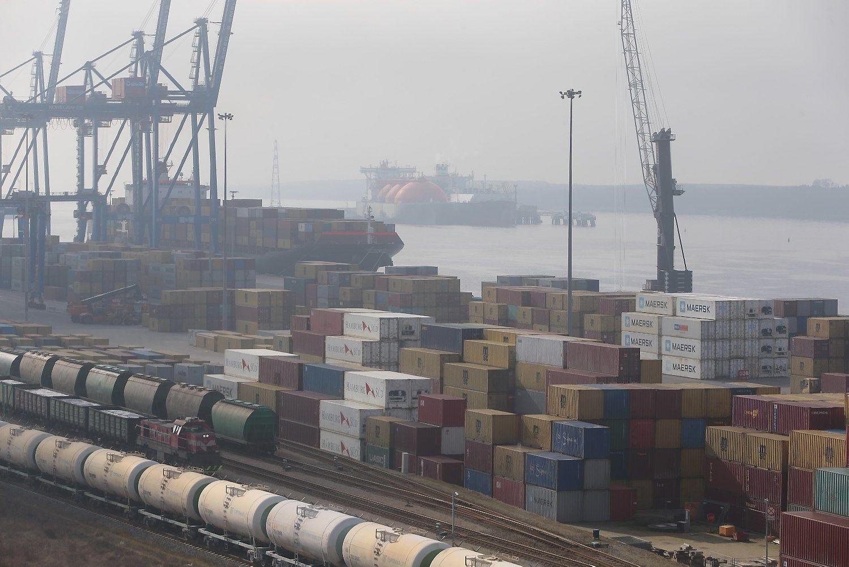 Trečią ketvirtį krovinių ir keleivių vežta mažiau