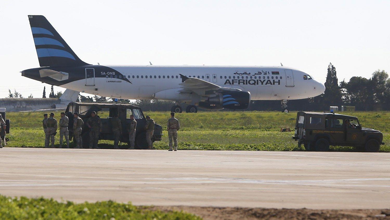 Maltoje įkaitų drama lėktuvebaigėsi