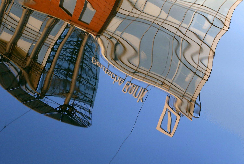 Biržose dominavo bankų naujienos