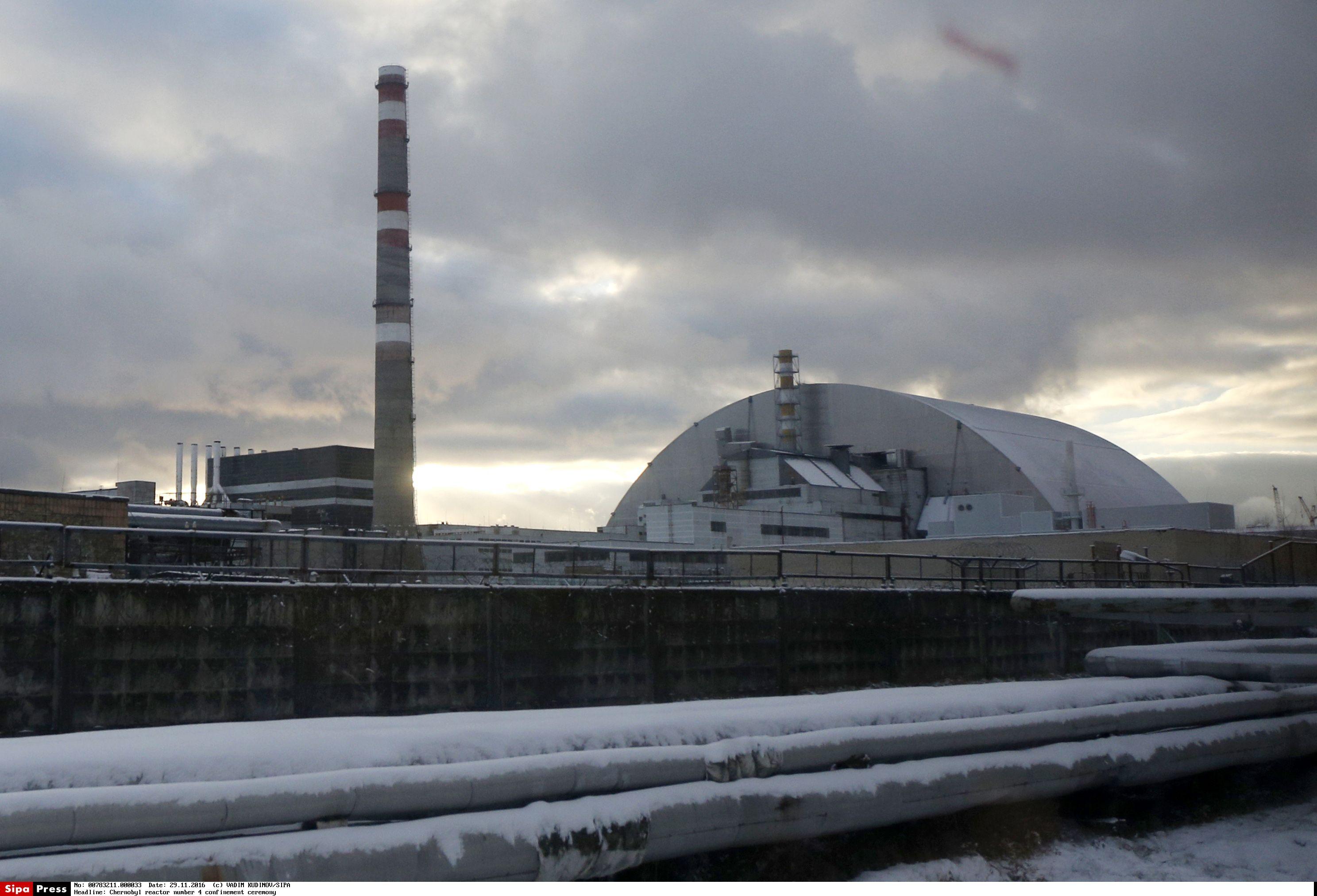 Černobylio AE zona virs milžinišku saulės jėgainių parku