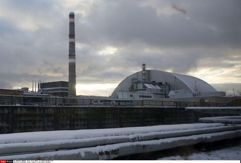 """Prieš daugiau nei 30 metų susprogęs Černobylio AE ketvirtasis reaktorius šį lapkritį buvo uždengtas nauju plieniniu gaubtu, kuris aplinką nuo radiacinės taršos saugos visą ateinantį šimtmetį. VADIM KUDINOV(""""SIPA"""") nuotr."""