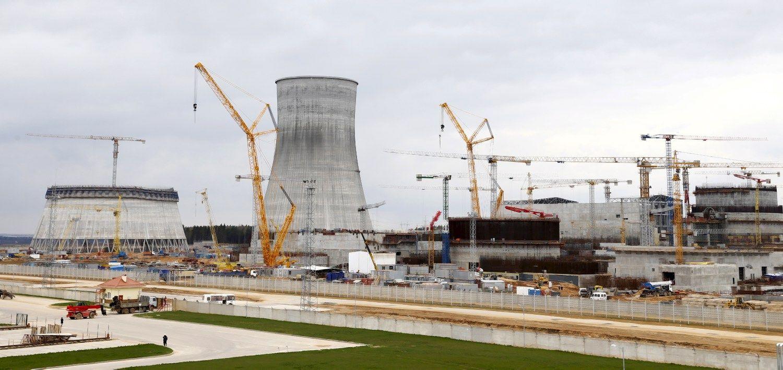 Baltarusiai daužo ir pakaitinį Astravo AE reaktoriaus korpusą