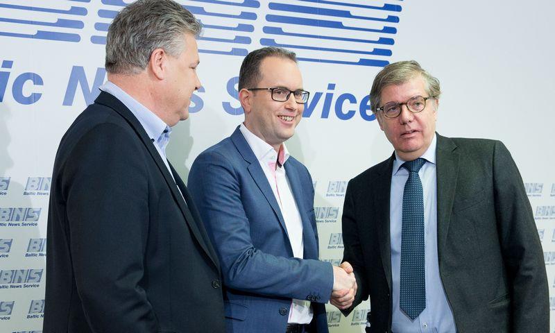 """Iš kairės: Edgaras Sesemannas, """"Rimi Baltic"""" vadovas, Peras Dahlas, UAB """"Rimi Lietuva"""" generalinis direktorius ir Gerardas Rogas, UAB """"Palink"""" generalinis direktorius. Juditos Grigelytės (VŽ) nuotr."""