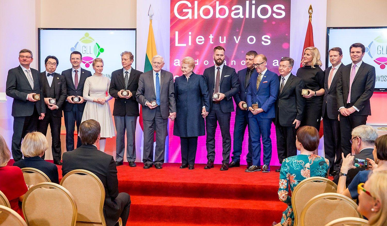 """Apdovanojimai pasaulio lietuviams: už """"Western Union"""" atvedimą, ryšius ir patirtį"""