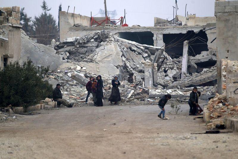 "Sugriautas Alepo miestas. Khalil Ashawi (""Reuters"" / ""Scanpix"") nuotr."