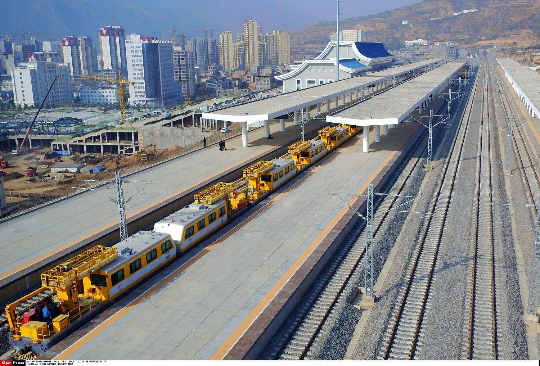 Kinija į geležinkelių tinklą investuos pusę trilijono USD