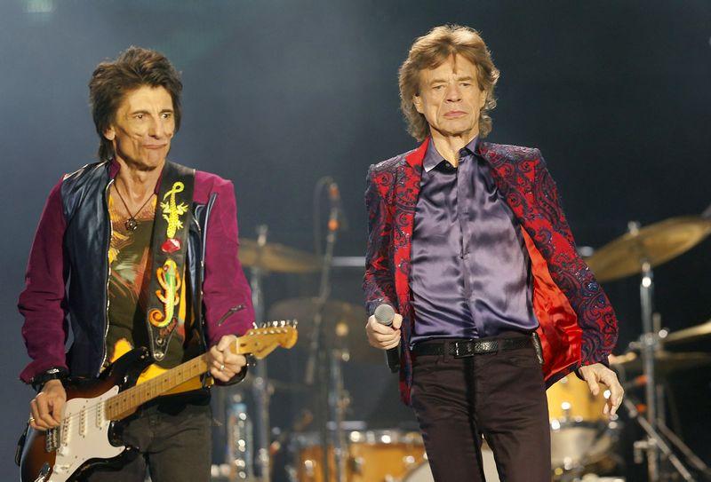"Mickas Jaggeris ir Ronnie Woodas ""The Rolling Stones"" turo metu. Koncertas Meksike.  Henry Romero (""SCANPIX""/""REUTERS"") nuotr."