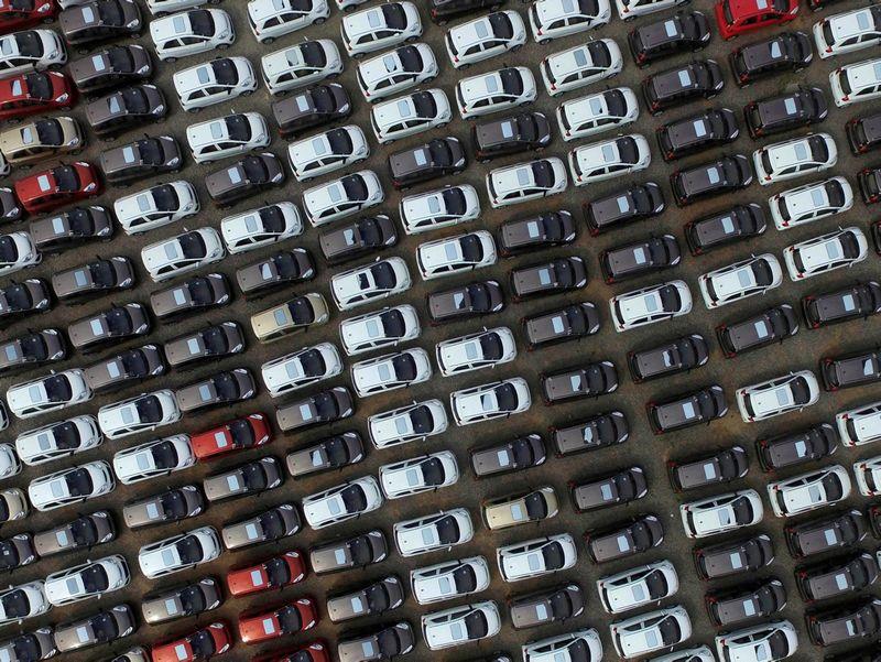 """Naujų automobilių pernai užregistruota beveik penktadaliu daugiau. """"Reuters"""" / """"Scanpix"""" nuotr."""