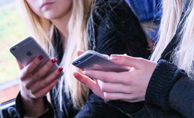 Prie interneto lietuviai dažniausiai jungiasi išmaniaisiais telefonais