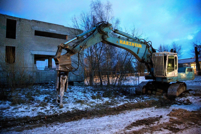 Statybos inspekcija griauna nelegalų statinį Vilniuje