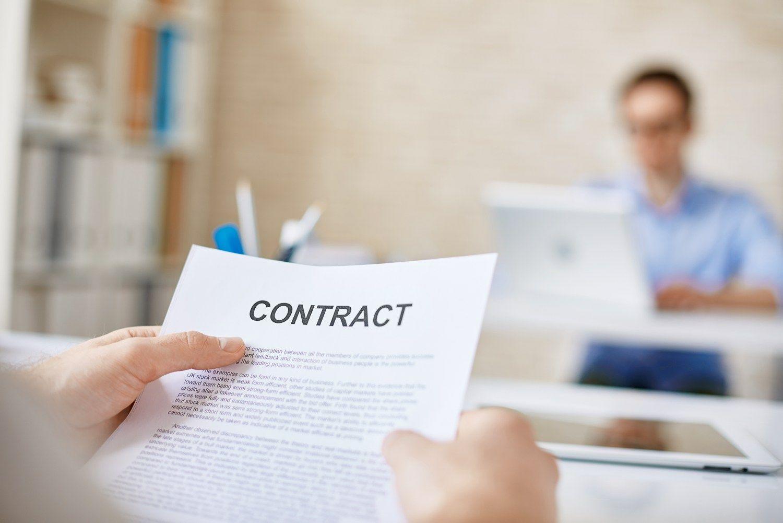 """Tyrimas: turintys """"nulines"""" darbo sutartis JKuždirba mažiau"""