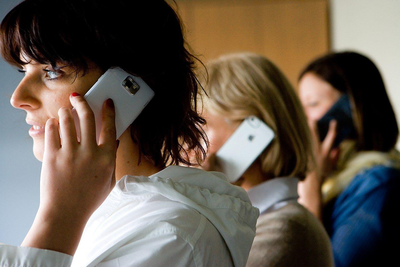 """""""Huawei"""" pardavė 10 mln. flagmanų, bet rinkos lyderių dar nepasivijo"""