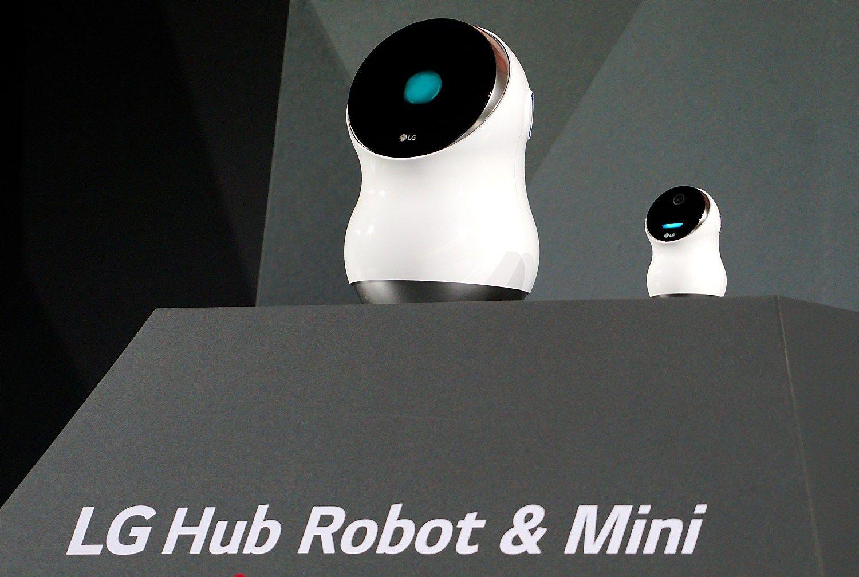 """LG pristatė robotus, konkuruos su """"Google"""" ir """"Amazon"""""""