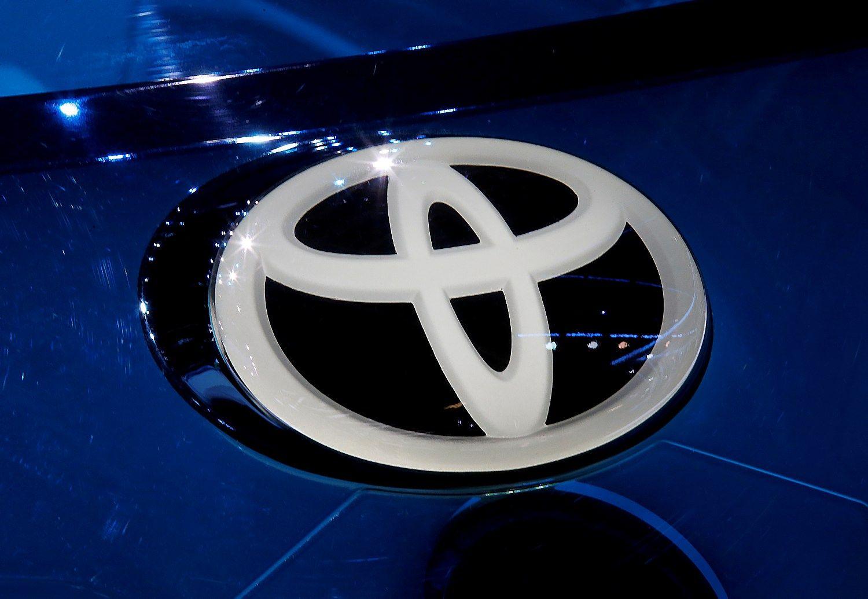 """Trumpas užsipuolė ir """"Toyota"""", ši atsikirto prisidedanti prie JAV ūkio"""