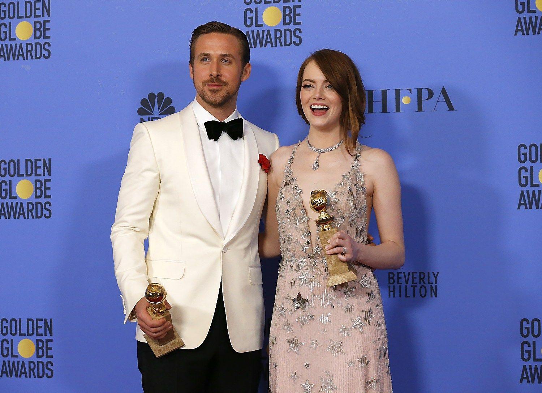 """Aktoriai Emma Stone ir Ryanas Goslingas apdovanoti už geriausią vaidybą miuziklo/komedijos kategorijoje. """"Reuters""""/Mario Anzuoni nuotr."""