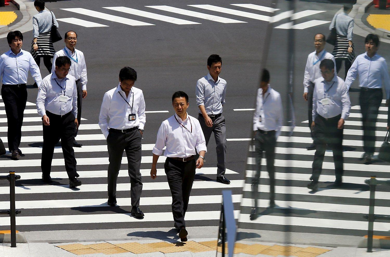 Japonija nori, kad darbuotojai penktadieniais dirbtų trumpiau