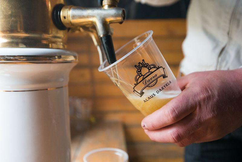 Dėl akcizų šuolio alaus kainos šiemet kils 15-20%, o alaus rinka gali smukti 25%, prognozuoja aludariai.