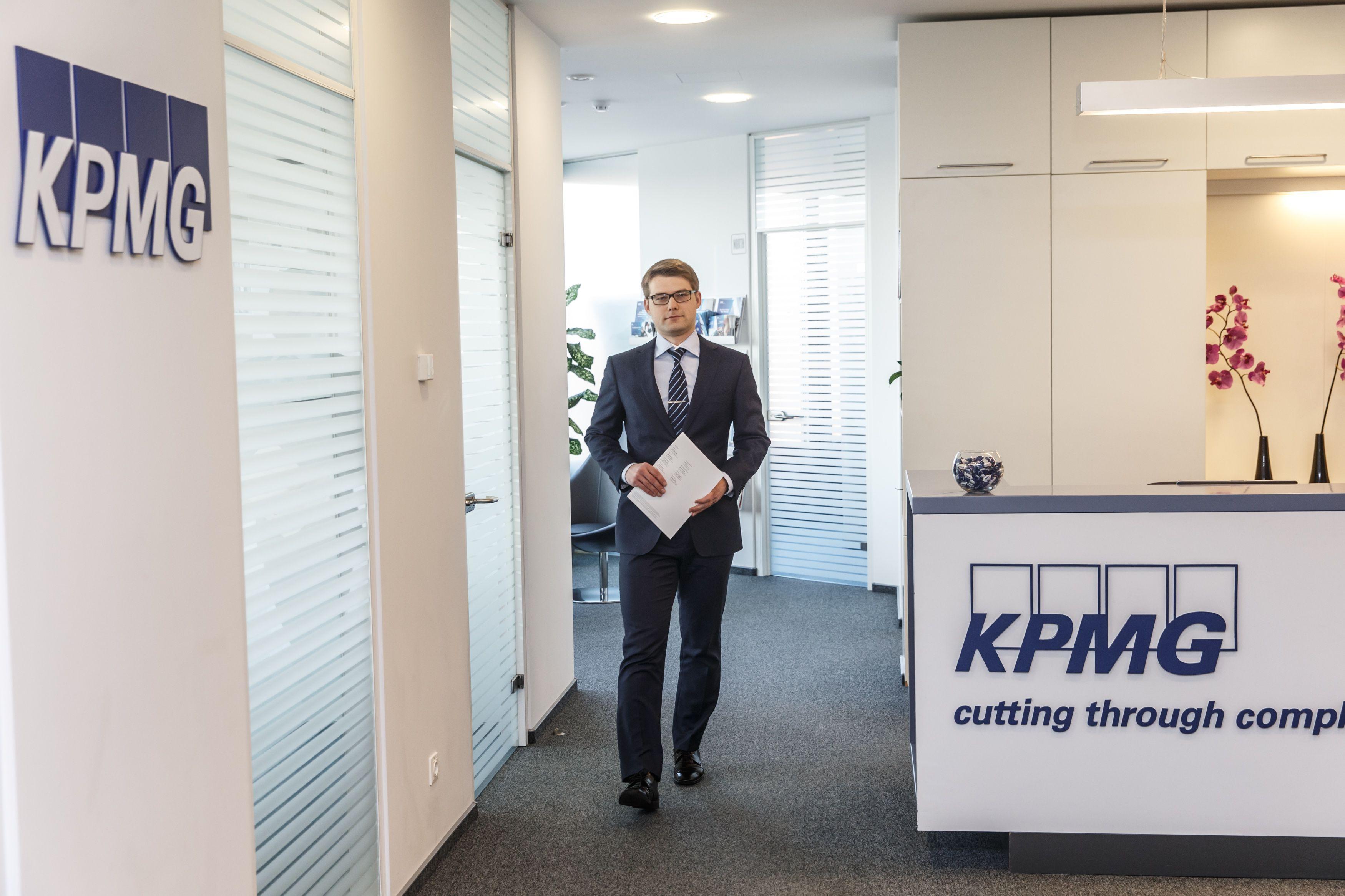"""Ignas Ričkus, UAB """"KPMG Baltics"""" mokesčių konsultantas: """"2016 m. buvo reikšmingų mokesčių administravimo pakeitimų, iš kurių bene svarbiausias yra išmaniosios mokesčių administravimo sistemos startas."""" Vladimiro Ivanovo (VŽ) nuotr."""