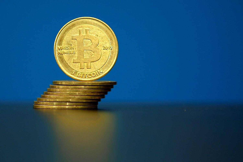 Bitkoinas atpigo žemiau 800 USD