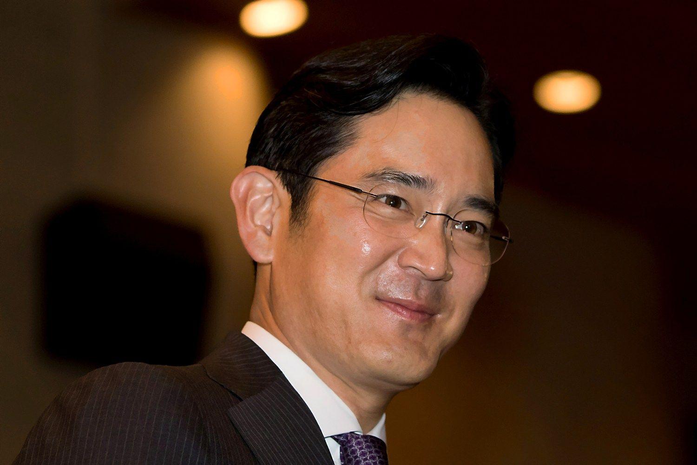 """""""Samsung"""" vadovas tapo įtariamuoju korupcijos byloje Pietų Korėjoje"""