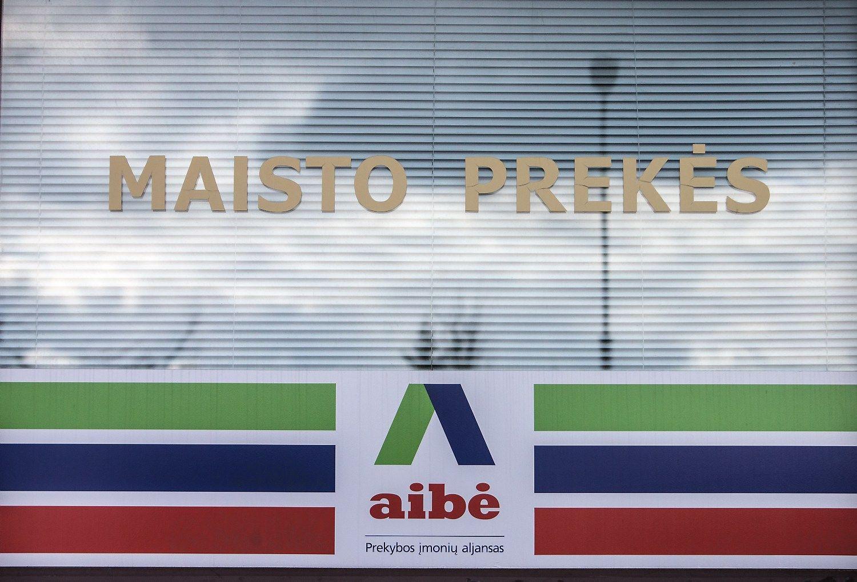 """Prekybos įmonių aljanso """"Aibė"""" parduotuvė Alytaus miesto centre.  Juditos Grigelytės (VŽ) nuotr."""