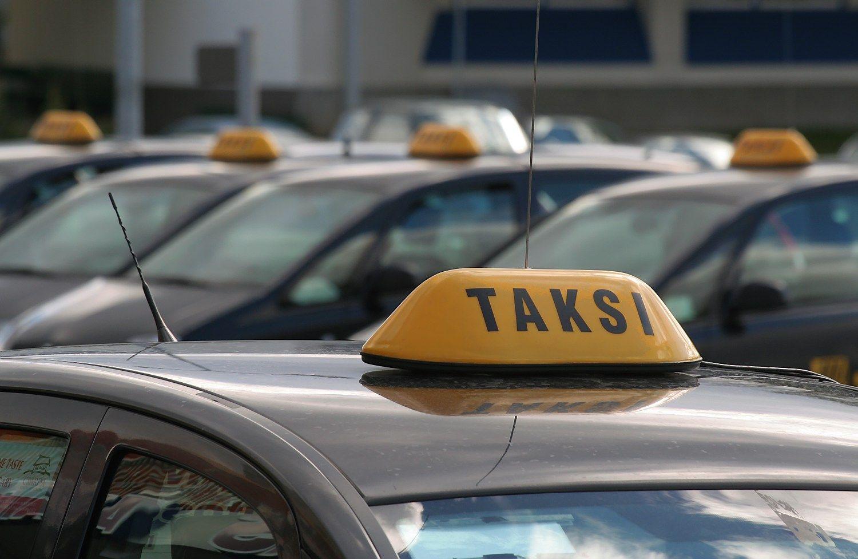 Dvi taksi įmones įtaria nuslėpus 212.000 Eur mokesčių