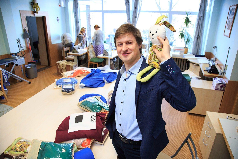 """Andrius Simonaitis UAB """"Metras"""" direktorius ir bendraturtis, sako, kad pusę produkcijos parduoda patys, o likusią dalį realizuoja partnerių parduotuvėse. Vladimiro Ivanovo (VŽ) nuotr."""