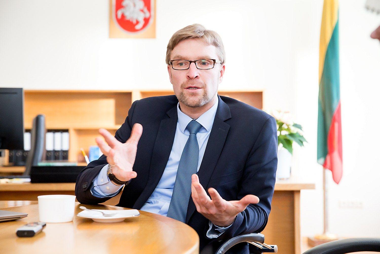 """Interviu su L. Kukuraičiu: pensijų fondų dalyvių atgal į """"Sodrą"""" varu nevarys"""