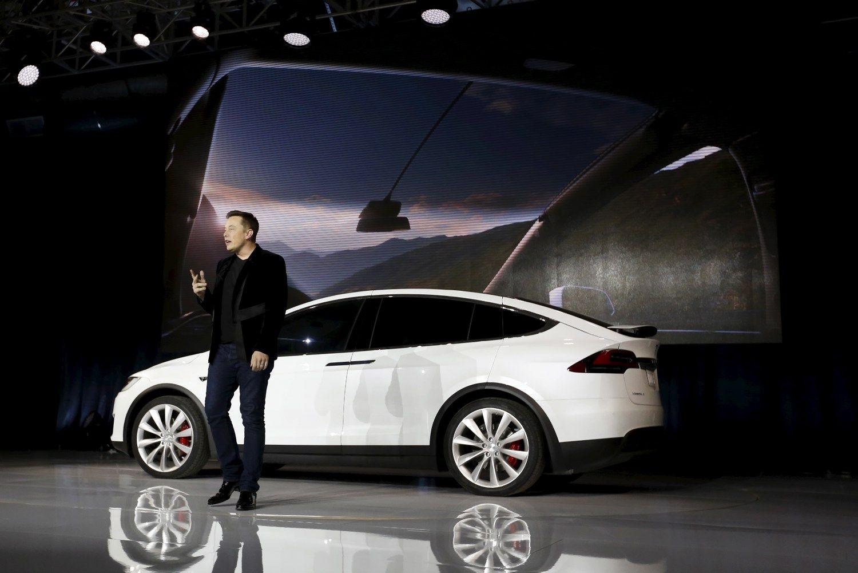 """""""Tesla"""" – atrodo, kad pavyks, arba pasaulis pagal Eloną"""