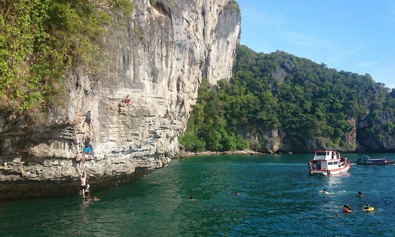 Turų po salyną organizatoriai turistams sugalvoja įvairiausių pramogų. Tomo Juknevičiaus nuotr.