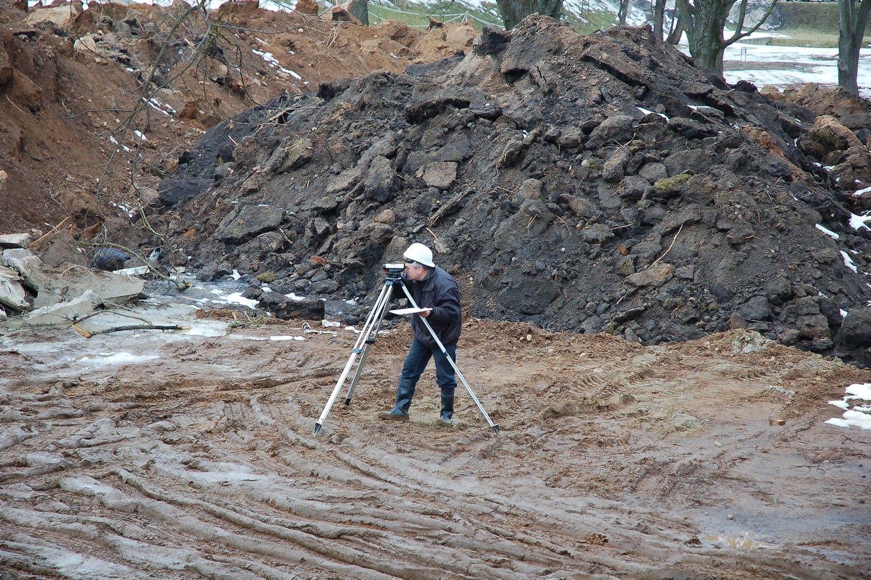NŽT darbuotoja kaltinama padėjusi pasisavinti žemę