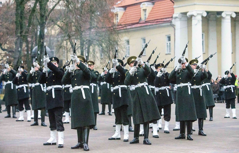 Nauja saugumo strategija: įsipareigota nuolat didinti gynybos finansavimą