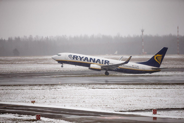 Keleivių skaičius augo, krovinių lėktuvais vežta mažiau