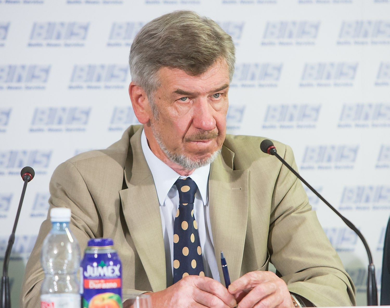 Seimo pirmininkas ragina trauktis tarnybinės etikos sargų vadovą