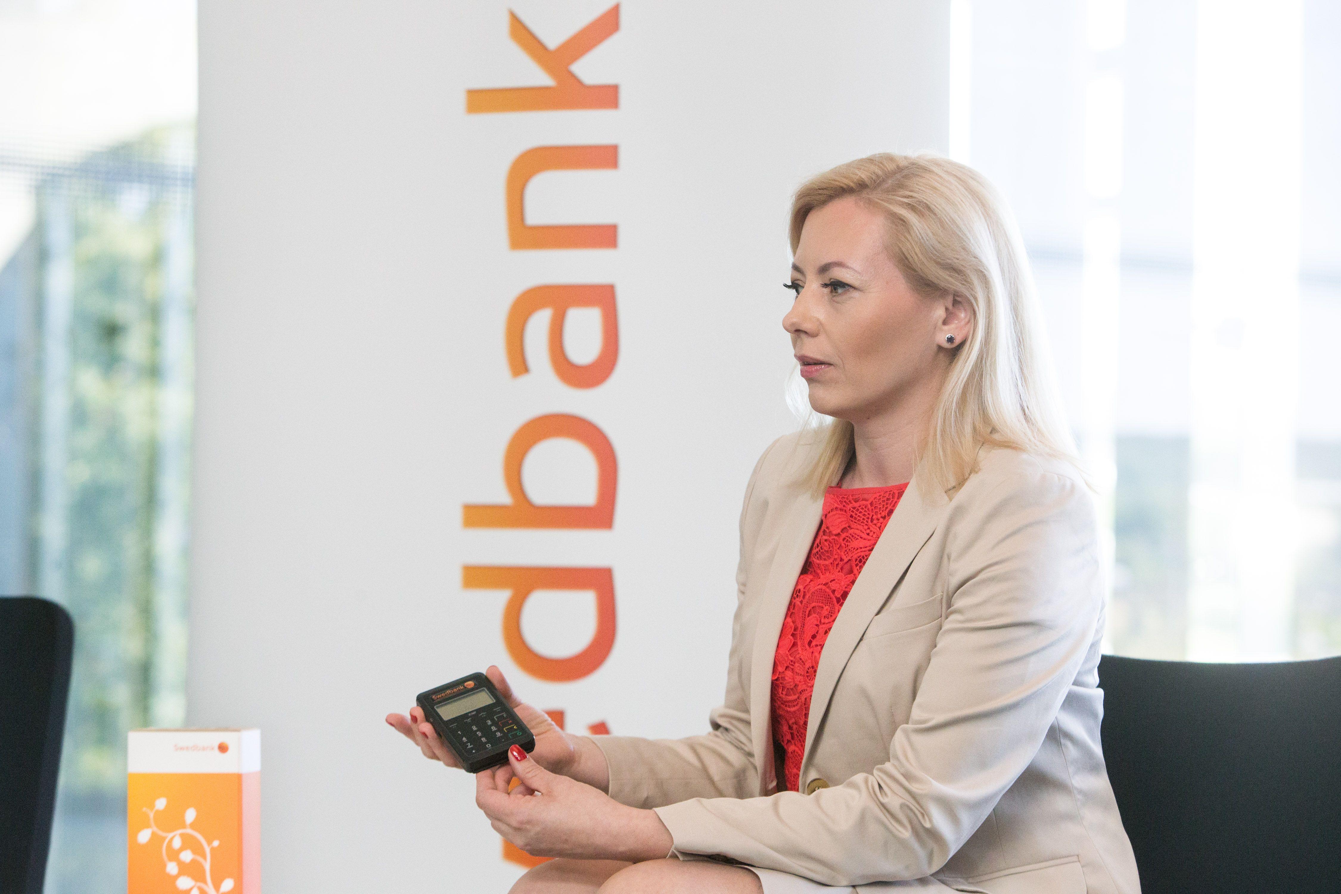 """Tiriama, ar """"Swedbank"""" nepiktnaudžiavo dominuojančia padėtimi"""