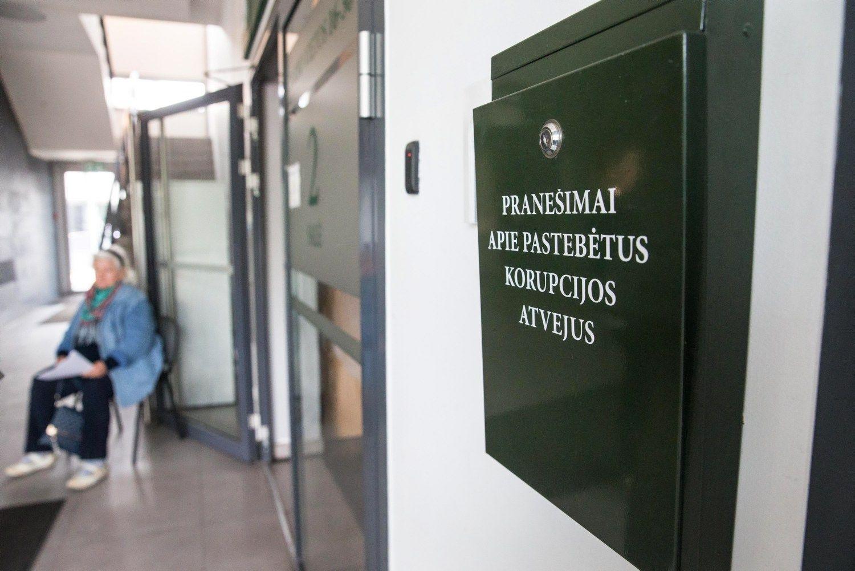 Priešrinkiminiai skandalai nusmukdė Lietuvos antikorupcinį reitingą