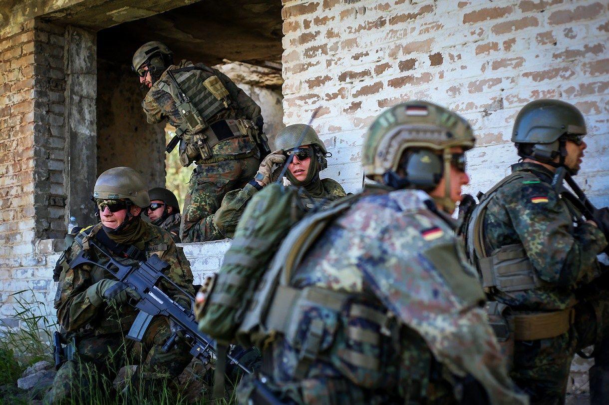 Lietuviai remia ir narystę NATO, ir Aljanso bataliono dislokavimą