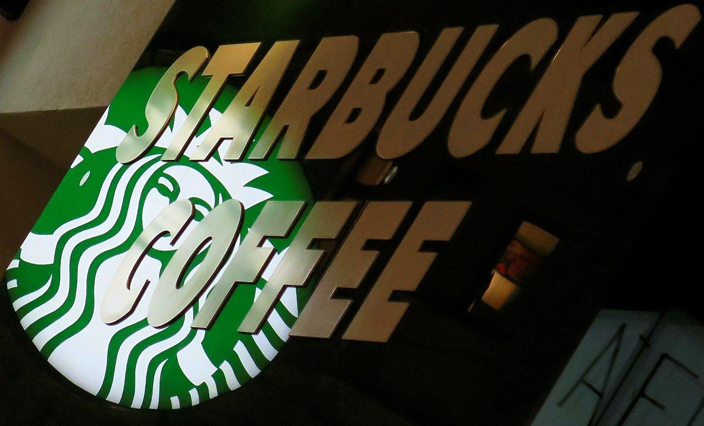 """""""Starbucks"""" įdarbins 10.000 pabėgėlių"""